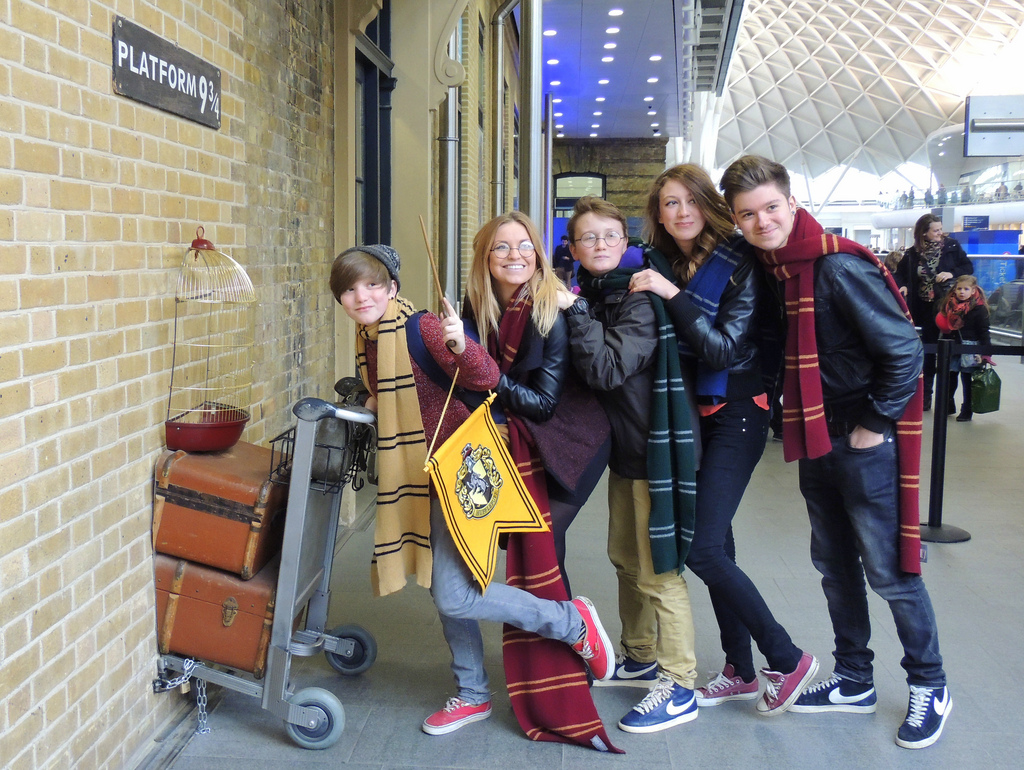 1 MAIN PIC London - Harry Potter Fans at Platform 9 3:4