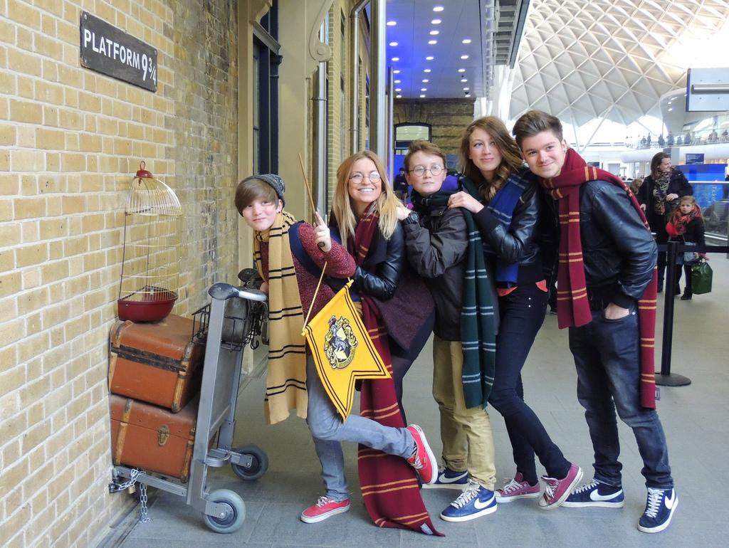 1 MAIN PIC London - Harry Potter Fans at Platform 9 3:4
