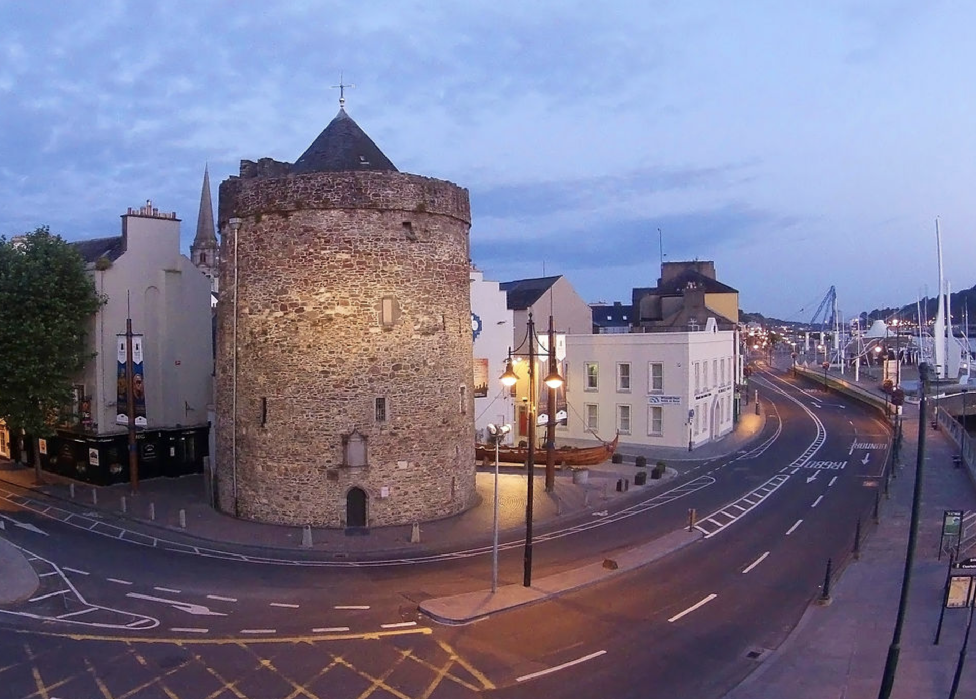 Reginald%27s_Tower%2C_The_Quay%2C_Waterford_City%2C_Ireland.JPG/1280px-Reginald%27s_Tower%2C_The_Quay%2C_Waterford_City%2C_Ireland